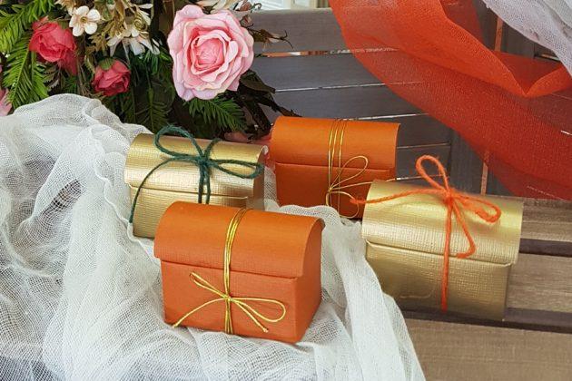 μπομπονιέρες κουτάκια σε φθινοπωρινά χρώματα, πορτοκαλί και χρυσό