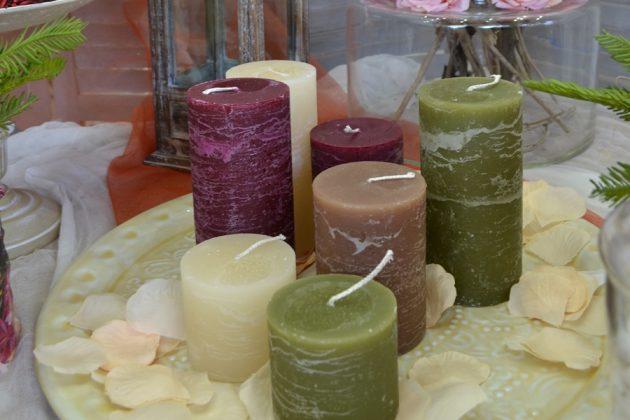 σύνθεση κεριών σε γήινα χρώματα