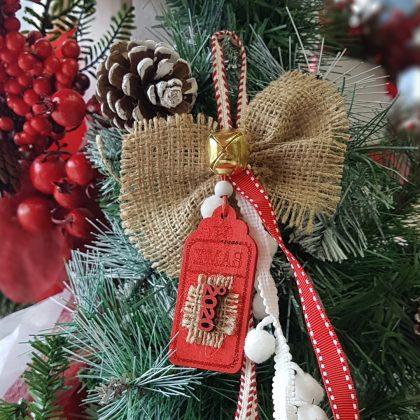 Χριστουγεννιάτικα στολίδια χειροποίητα: κρεμαστό στολίδια με λινάτσα
