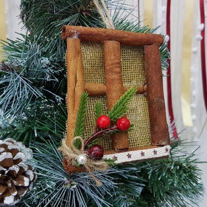 Χριστουγεννιάτικα στολίδια χειροποίητα: στολίδια πράθυρο από κανέλες