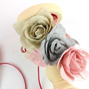 υφασμάτινα λουλούδια για diy χριστουγεννιάτικο κηροπήγιο