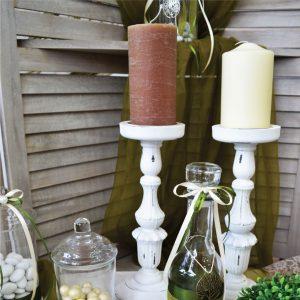 Διακόσμηση γάμου με λευκά κηροπήγια και κεριά