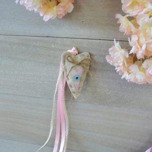 Κρεμαστή μπομπονιέρα με υφασμάτινη καρδιά με ζωγραφιστό ματάκι