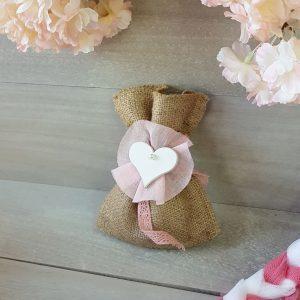 Πουγκί λινάτσας με τούλι και ξύλινη διακοσμητική καρδιά