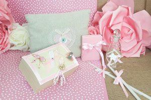 8d8c85c81fbd Λαδικά για ροζ βάπτιση μαζί με κουτί για τα μαρτυρικά και ροζ κουτί για τον  βαπτιστικό
