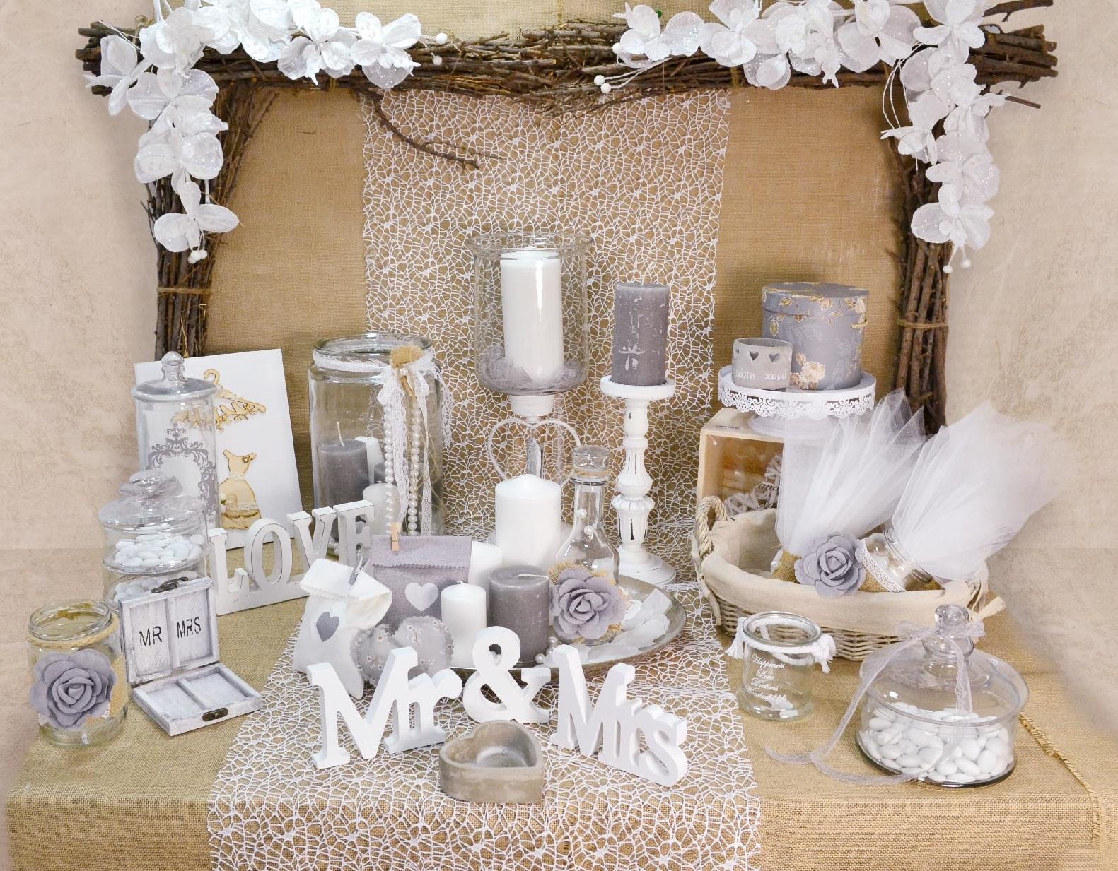 35e73edf1a16 Τραπέζι ευχών για Vintage γάμο σε αποχρώσεις λευκό και γκρι