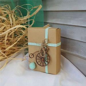 Μπομπονιέρα βάπτισης φυσικό κουτί με βεραμάν κορδέλα και ξύλινο ποδήλατο