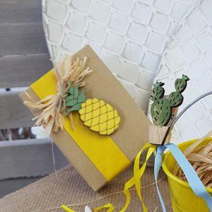 Διακόσμηση πάρτυ, κουτάκι με κίτρινη κορδέλα για δωράκι
