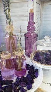 Διακοσμητικά μωβ μπουκάλι διακοσμημένα με σπάγκο και λεβάντα
