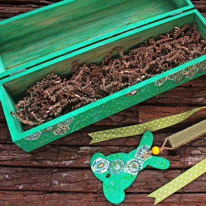 ξύλινο κουτί diy για πασχαλινές λαμπάδες