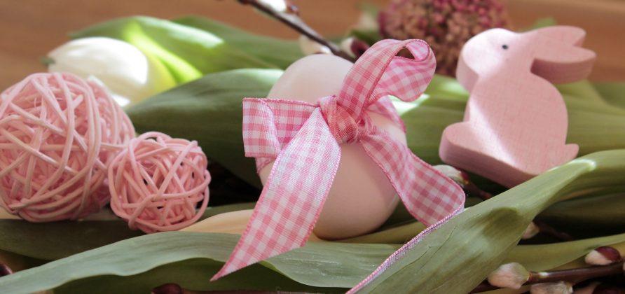 Ροζ αυγά με ροζ καρώ κορδέλα