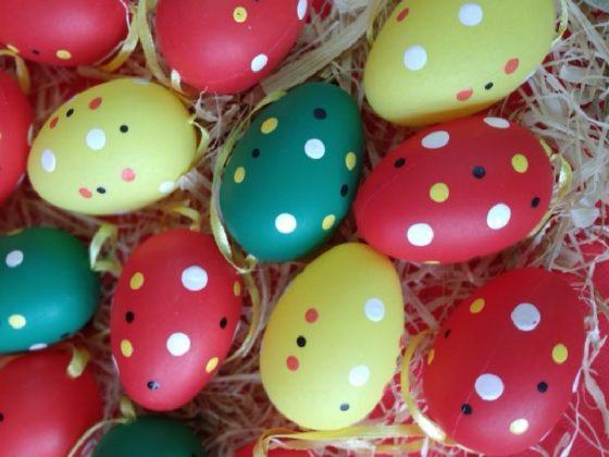 Πουα χρωματιστά αυγά