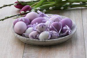 Πασχαλινά αυγά σε αποχρώσεις του μωβ