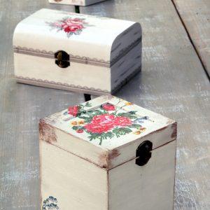 Υλικά ντεκουπάζ: κουτί διακοσμημένο με τεχνική ντεκουπάζ