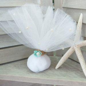 Μπομπονιέρες γάμου με θέμα θάλασσα: τούλινη μπομπονιέρα με λευκή πέρλα