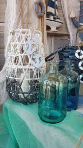 Γάμος με θαλασσινό θέμα, μπλε φανάρι μπαμπού με λευκές λεπτομέρειες