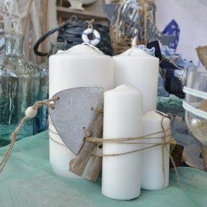 Γάμος με θαλασσινό θέμα, σύνθεση με λευκά κεριά και σχοινί
