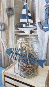 Γάμος με θαλασσινό θέμα, γυάλα με σχοινιά και ξύλινο διακοσμητικό welcome
