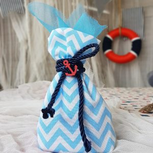 παιδικές μπομπονιέρες με chevron Πουγκί και μπλε κορδόνι