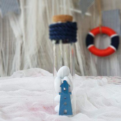 παιδικες μπομπονιερες σε γυάλινο σωλήνα διακοσμημένες με μπλε κορδόνι
