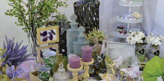 Βάπτιση φλοράλ πρότσαη για τραπέζι ευχών σε λιλά και πράσινες αποχρώσεις