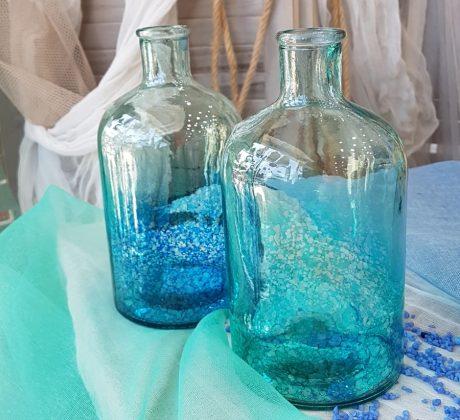 καλοκαιρινή διακόσμηση με γαλάζια μπουκάλια