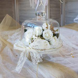 βάση κέικ για center piece γάμου, διακοσμημένο με δαντέλα και λουλούδια