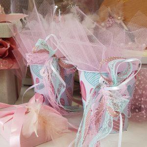 μεταλλικά κουβαδάκια με ροζ καρδιές για canty table