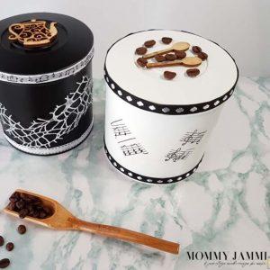 μεταλλικά κουτιά του καφέ με ντεκουπάζ