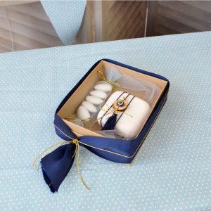 μπομπονιέρα κουτί με κουφέτα, μαρτυρικό και λευκή διακοσμητική πέτρα