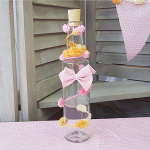 μπουκάλι λαδιού διακοσμημένο με ροζ φιόγκο και κορδέλες