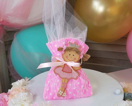 ροζ φλούο πουγκί με ξύλινη μπαλαρίνα