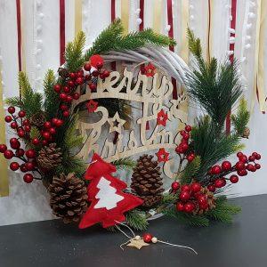 διακοσμητικά χειροποίητα στεφάνια: στεφάνι χριστουγεννιάτικο σε κόκκινες αποχρώσεις με φυσικά υλικά