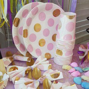 ροζ χάρτινα ποτήρια και πιατάκια για πάρτυ