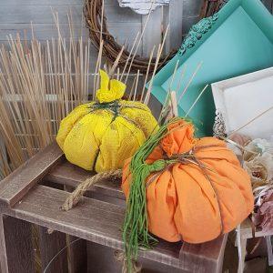 DIY κολοκύθες από ύφασμα σε φθινοπωρινά χρώματα