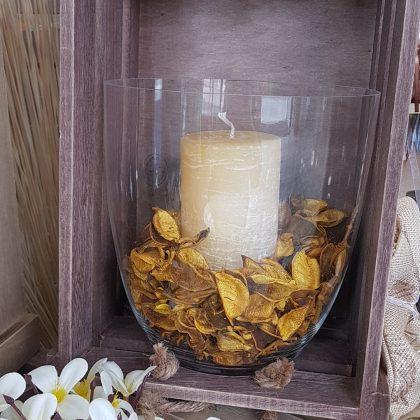 φθινοπωρινή σύνθεση σε γυάλα με αποξηραμένα πέταλα και ποτ πουρί