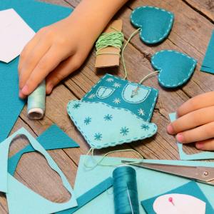 εύκολες κατασκευές για παιδιά: σπιτάκι από τσόχια