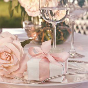 γάμος 2020 ρομαντική διακόσμηση με το χρώμα cantaloupe