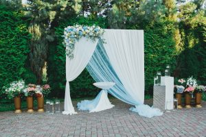 photobooth γάμου σε λευκό και σιέλ