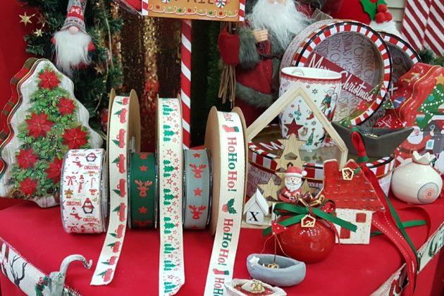 κόκκινη χριστουγεννιάτικη διακόσμηση