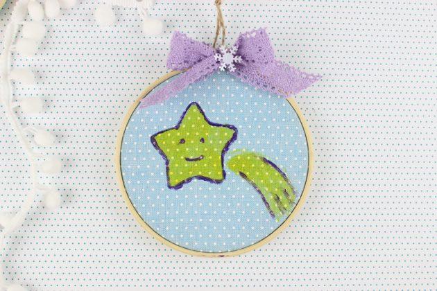DIY στολίδι με τελάρο κεντήματος και ζωγραφιστό αστέρι