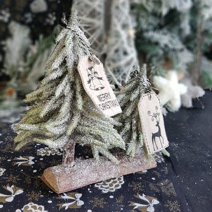 χιονισμένα χριστουγεννιάτικα δέντρα