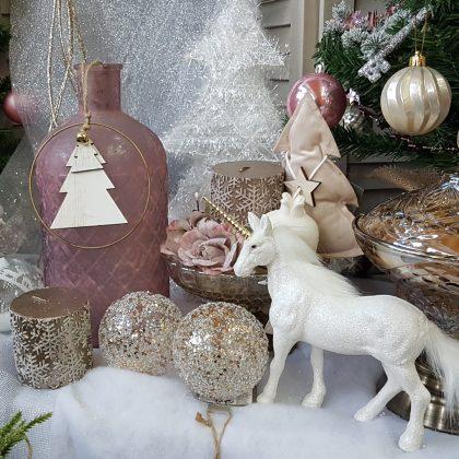 Χριστουγεννιάτικες διακοσμήσεις: πρόταση σε ροζ παστέλ συνδυασμένο με χρυσό
