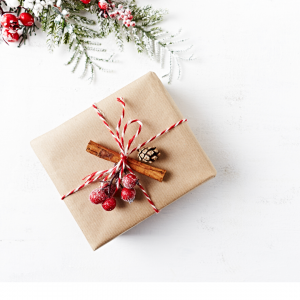 ιδέες για τύλιγμα δώρων: με κανέλες και οικολογικό χαρτί