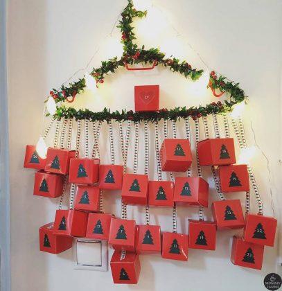ημερολόγιο αντίστροφη μέτρησης χριστουγέννων με κρεμαστά κουτάκια