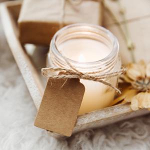 κερί σε βαζάκια με σπάγκο και κραφτ ταμπελάκι