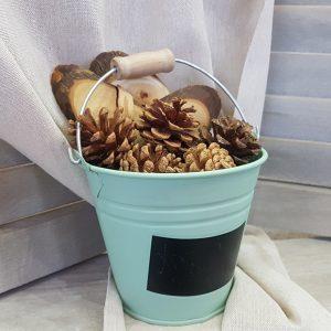 σιέλ μεταλλικό κουβαδάκια με κουκουνάρα και κορμούς