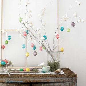 πασχαλινό δέντρο με πασχαλινά αβγά