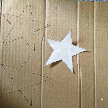 Ξεπατικώστε ένα αστέρι πάνω σε χαρτόνι