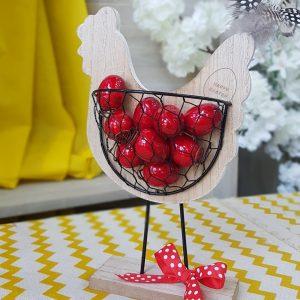 πασχαλινά δώρα: ξύλινη κότα με διακοσμητικά αυγά